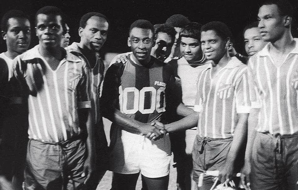 Vandaag 50 jaar geleden: De duizendste wedstrijd van Pelé in Suriname